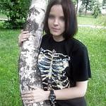 Jeune fille timide sur Frontignan cherche relations avec hommes mûrs